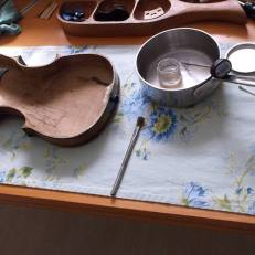 Setting up an 1880s violin for hide glue
