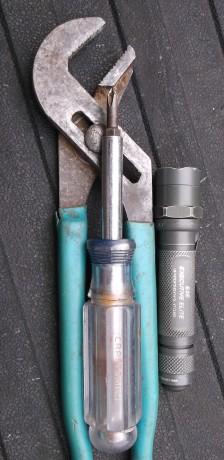channellocks-screwdriver-flashlight